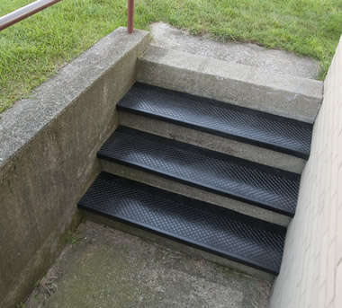 Superb Outdoor Rubber Stair Treads Diamond Tread Design With A Square Nose